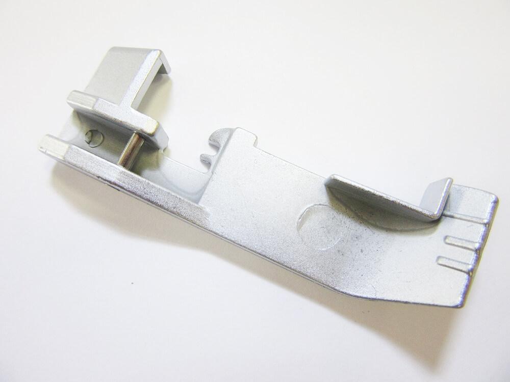 Patka pro všívání lampasů - pro overlocky Lucznik 720 D